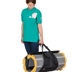 丸めた簡単に持ち運びできる段差解消スロープ